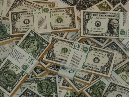 1ドル札の札束