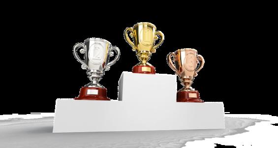 表彰台にカップが3つ並んでいる